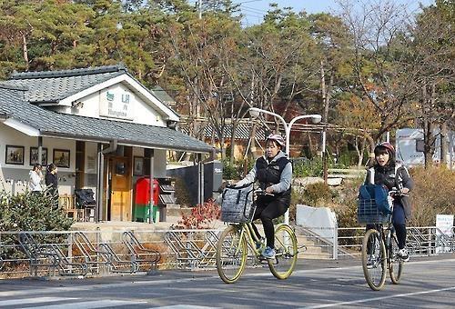 陵内站记录着上世纪风土人情。(韩联社记者成演在摄)