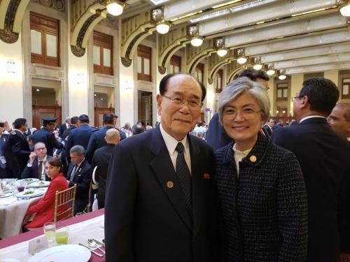 韩外长在墨西哥与朝鲜领导人金永南会面