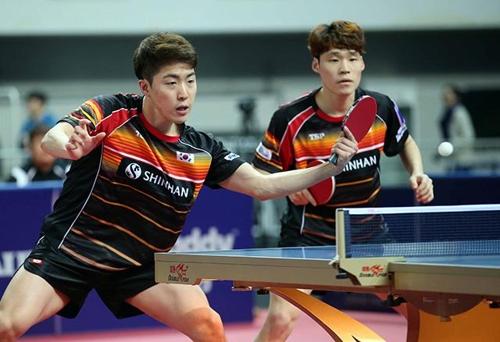 张禹珍(右)出战男双半决赛。(The PingPong供图)