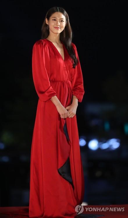 AOA雪炫演出时眩晕送医 东家称现已无碍