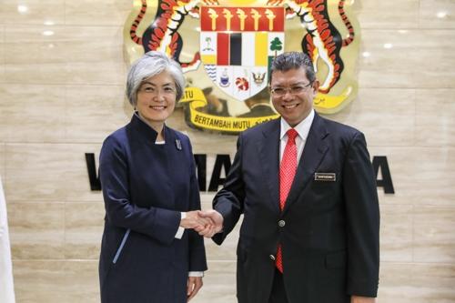 韩外长康京和会见马来西亚外长赛夫丁