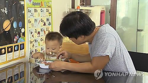 韩国休育儿假男性公务员大增
