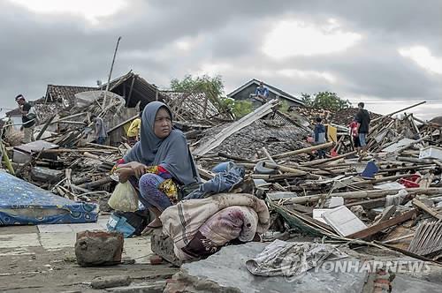 文在寅就印尼巽他海峡海啸灾害向印尼总统致慰问电