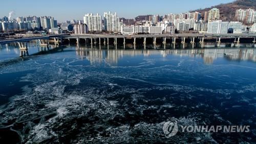资料图片:矗立在江畔的首尔公寓(韩联社)