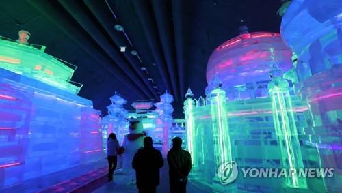 资料图片:室内冰雕广场(韩联社)