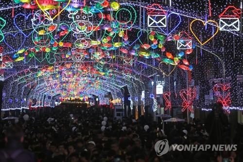 资料图片:仙灯大街(韩联社)