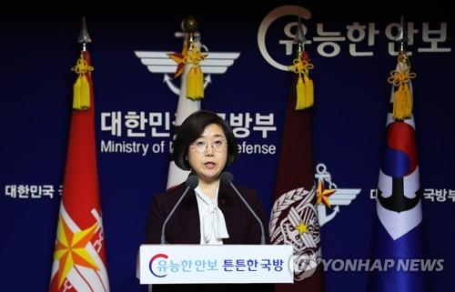 资料图片:1月4日下午,在首尔,崔贤洙否认韩舰瞄准日机,并要求日方对低飞威胁妨碍救援道歉。(韩联社)