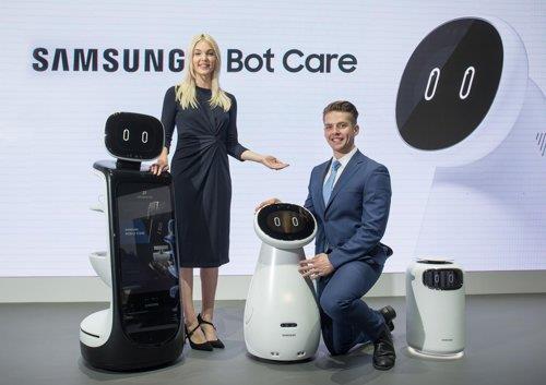 三星电子当地时间1月7日在拉斯维加斯展出Samsung Bot系列和穿戴式步行辅助机器人。(三星电子供图)