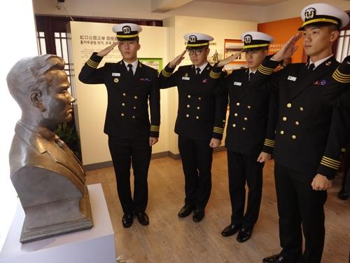韩海军巡航训练战团在沪参观尹奉吉义士纪念馆
