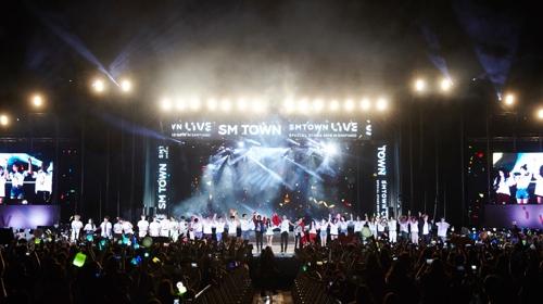 SM家族南美演唱会现场(韩联社/SM娱乐供图)