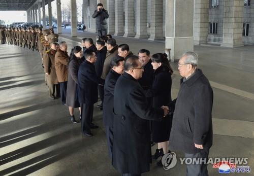 朝媒报道朝鲜艺术团昨启程赴华消息