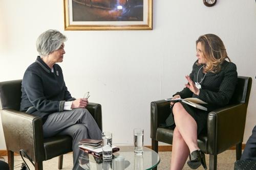 韩加外长在瑞士举行双边会谈
