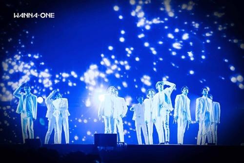 Wanna One告别演唱会粉丝泪崩合唱