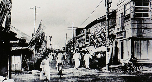 图为3·13万岁运动参会者曾行进的街头情景,摄于1919年。(龙井三一三纪念事业会会长李光平供图)