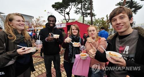 调查:访韩外国人认为韩餐厅味美但沟通不便