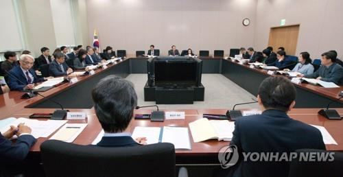 资料图片:第一次国家科学技术咨询会议审议会现场照(韩联社)