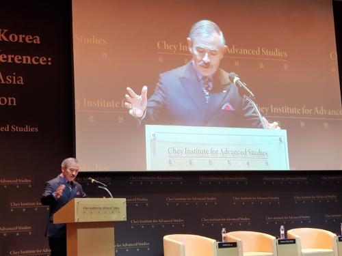 2月14日,在首尔高等教育财团,美国驻韩大使哈里·哈里斯出席纪念崔钟贤学术院成立的学术会议并发表主旨演讲。(韩联社)