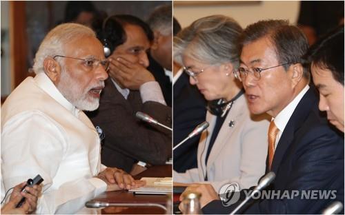 资料图片:当地时间2018年7月10日上午,在新德里,韩国总统文在寅(右二)与印度总理莫迪举行扩大首脑会谈。(韩联社)