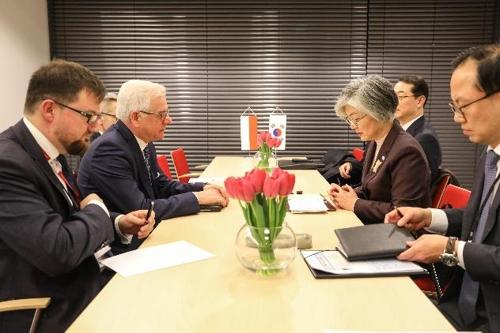 韩波外长会晤讨论双边关系和半岛局势