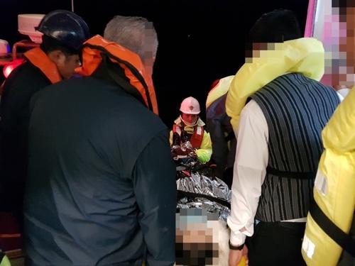 韩国海警显身手助一中国病患脱险就医