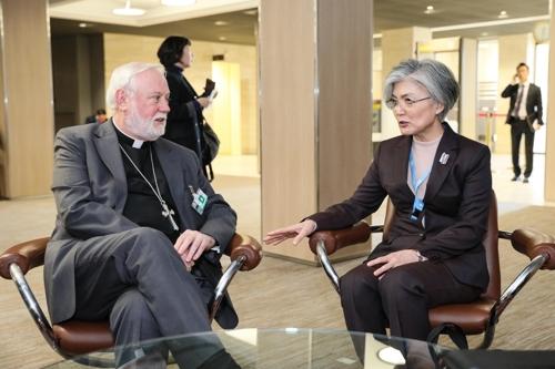 韩外长康京和在日内瓦会见多国外长