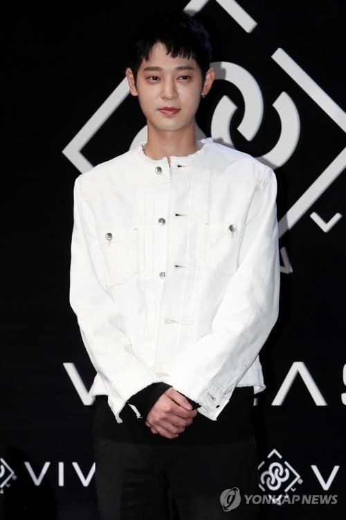 涉黄艺人郑俊英称将停止海外日程回国接受调查
