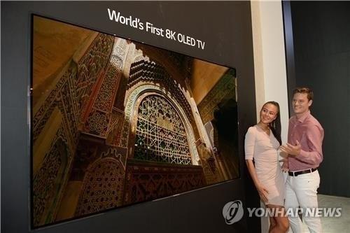 """资料图片:LG电子推出的""""8K OLED电视""""(LG电子供图)"""