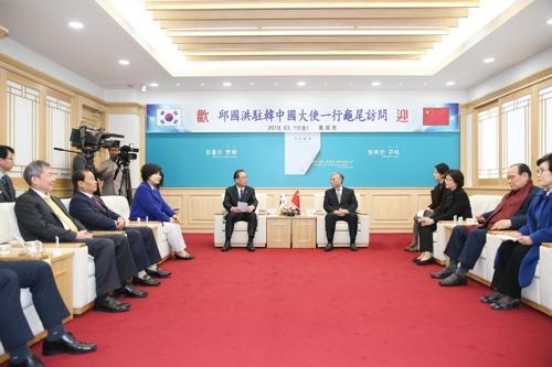 中国驻韩大使邱国洪访问庆北道龟尾市