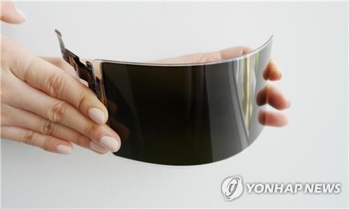 三星显示器可弯曲OLED面板(三星显示器供图)