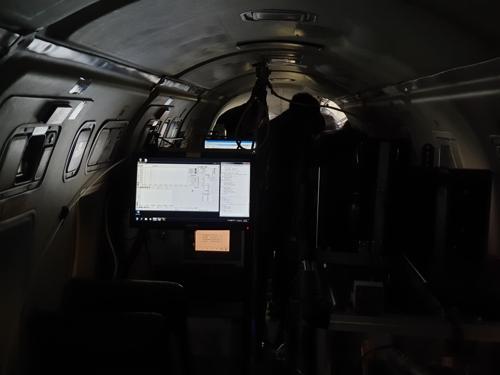 资料图片:用于观测空气污染物的气象飞机内部(韩联社)