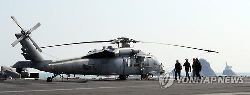 """资料图片:MH-60S""""海鹰""""直升机(韩联社)"""