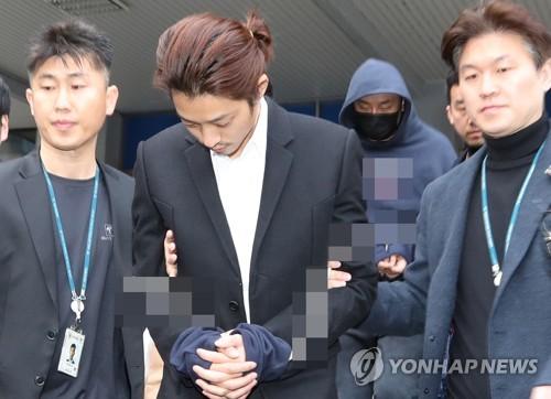 艺人郑俊英涉黄案移送检方审查起诉