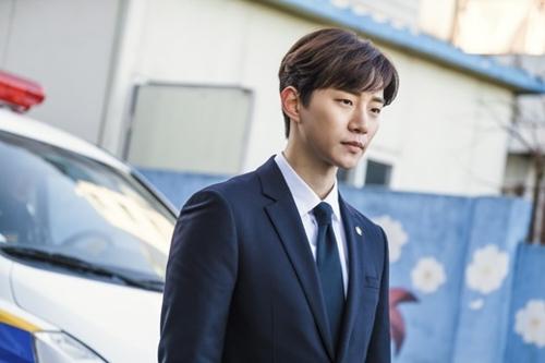 2PM俊昊唱而优则演 角色多变显功力