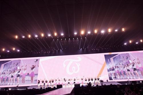 TWICE名古屋巨蛋演唱会现场照(JYP娱乐供图)