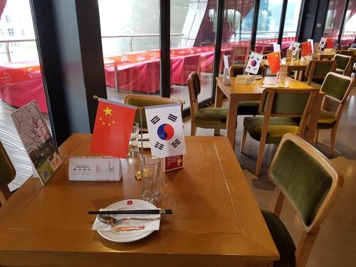 上海东方明珠旋转餐厅韩餐体验现场(韩联社/农林畜产食品部供图)