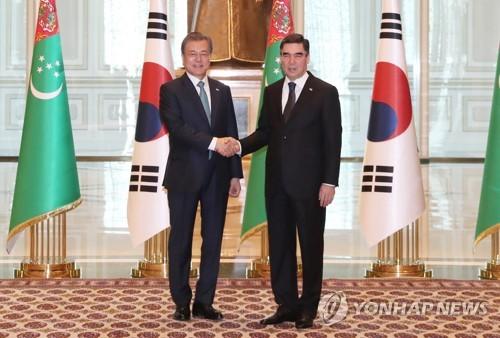 文在寅参观韩企承建土库曼斯坦天然气成套设备