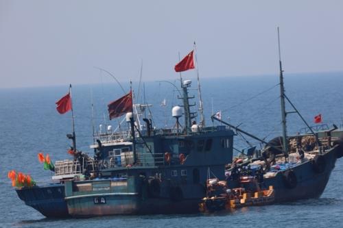 资料图片:中国渔船(韩联社/海洋警察厅供图)