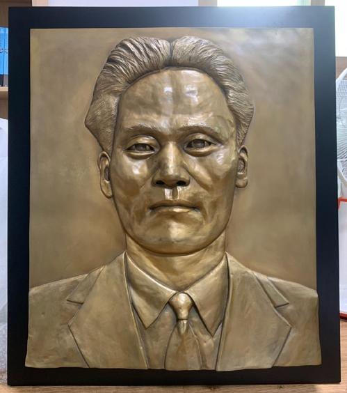 宋慧乔向上海尹奉吉纪念馆捐赠浮雕作品