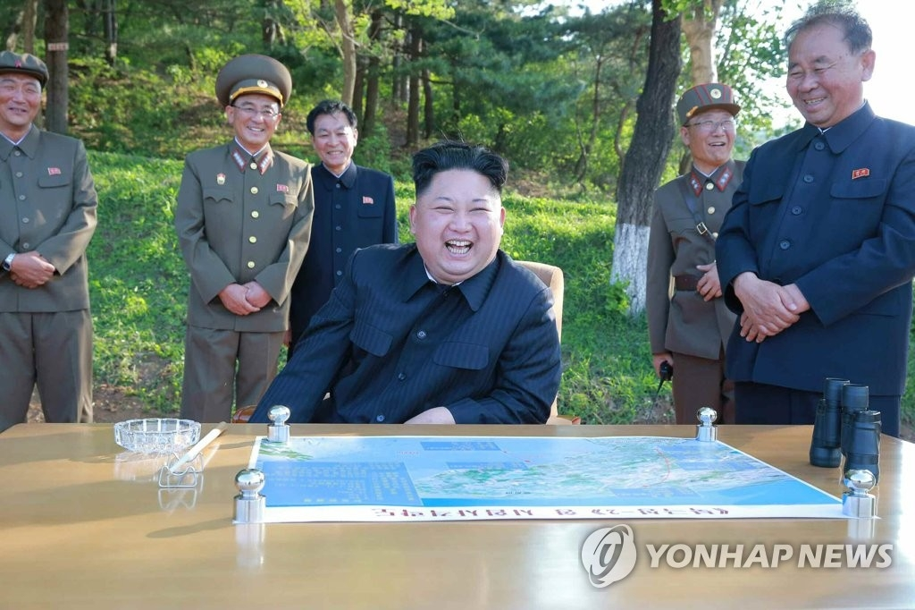 简讯:金正恩昨参观指导火力打击训练