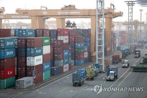 资料图片:釜山新港全景(韩联社)