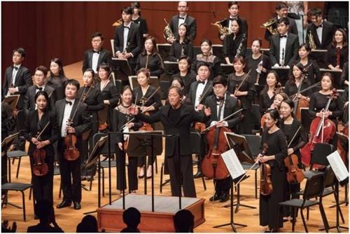 郑明勋和ONE KOREA交响乐团(Credia供图)