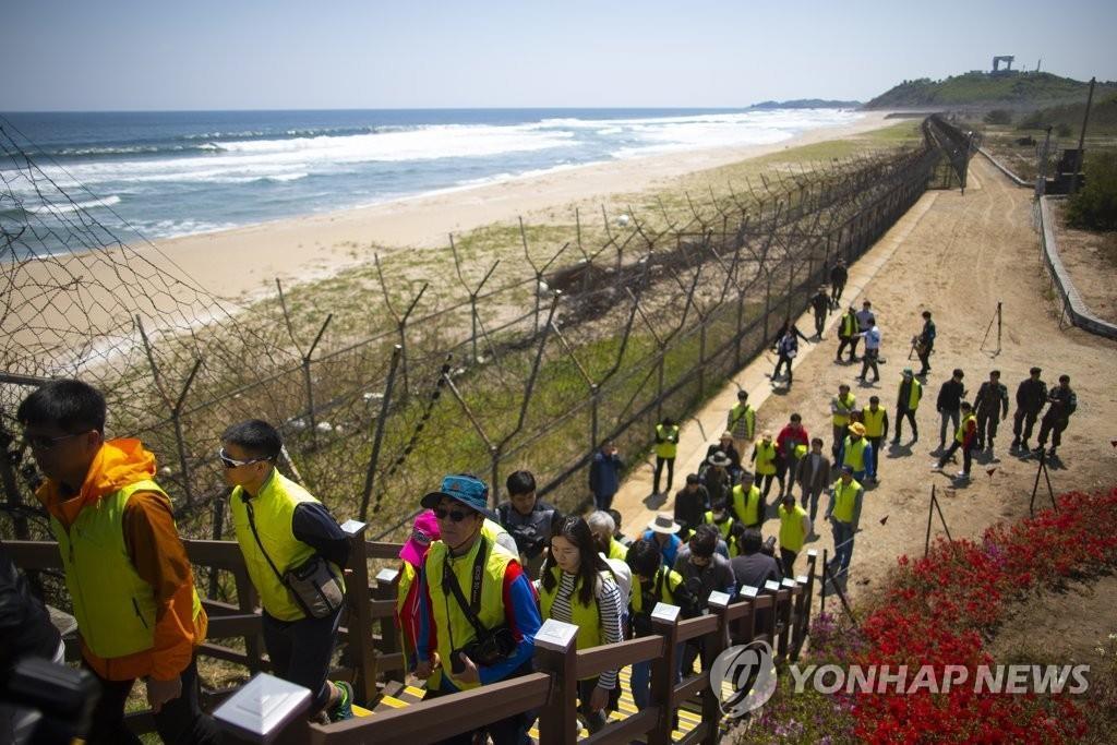 韩向朝通报将开放非军事区和平步道铁原路段