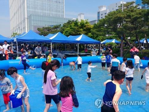 报告:韩朝儿童人权排名全球第70和第122