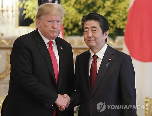 特朗普(左)和安倍晋三(韩联社)