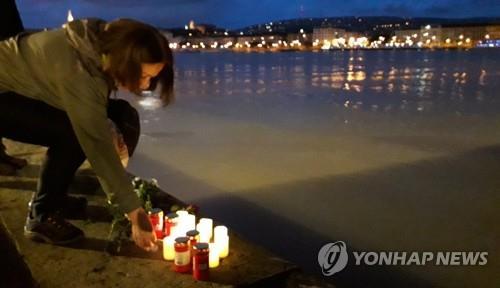 韩旅游团沉船悲痛笼罩全国 各地庆典演出纷纷取消