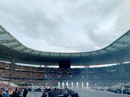资料图片:防弹少年团世巡巴黎站全场座无虚席。 Big Hit娱乐供图(图片严禁转载复制)
