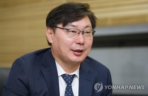资料图片:京畿道副知事李华泳 韩联社