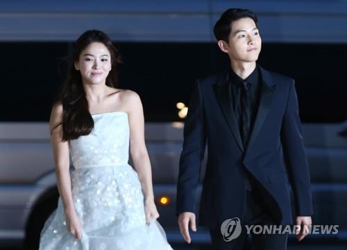 资料图片:宋慧乔(左)与宋仲基 韩联社