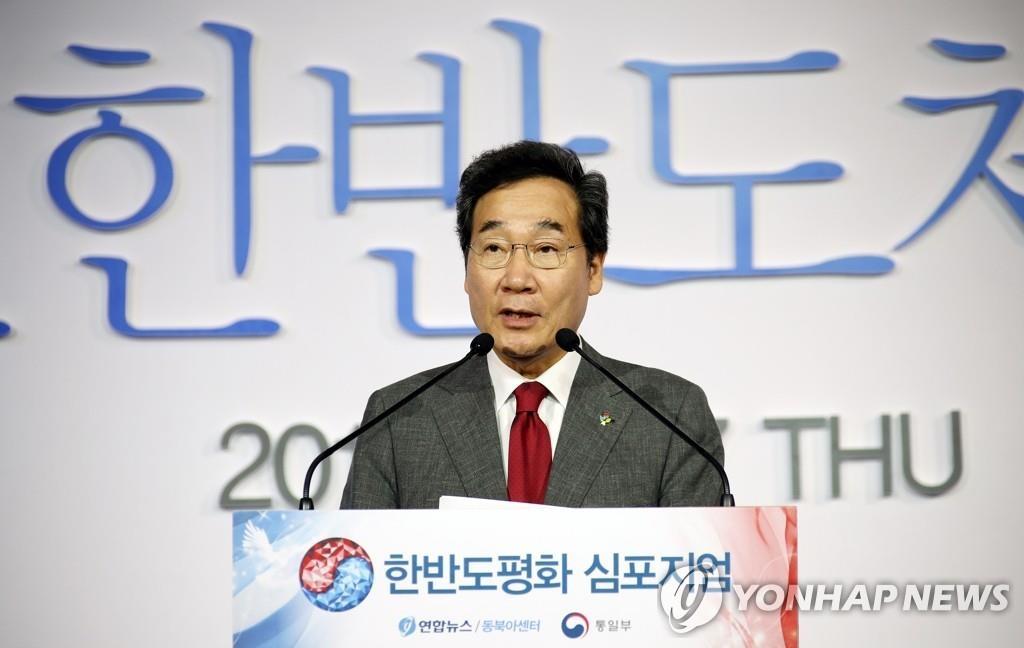 6月27日,在首尔市中区乐天酒店,李洛渊出席韩联社与统一部合办的第五届韩半岛和平研讨会的一场午餐会并致贺词。 韩联社