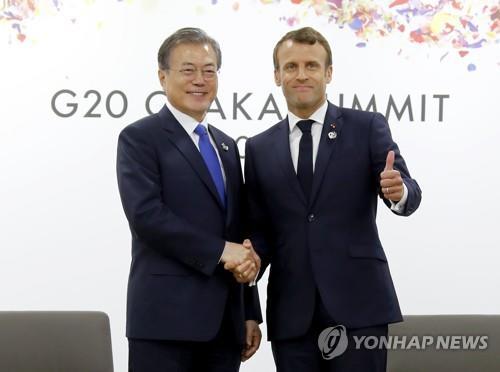 文在寅会见法国总统马克龙